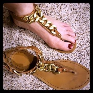Guess Classic Sandals w/ Gold Chain